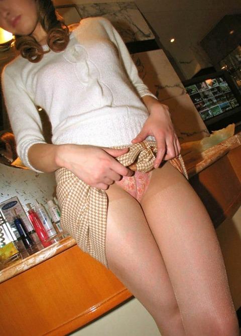 【朗報】ワイ「パンツ見せて!」女「いいよ」←こういう女は3秒でヤレるぞwwwwwww(エロ画像あり) 画像