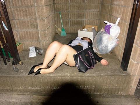 忘年会・新年会の帰り道で強姦被害にあった女が自業自得すぎるんだがwwwwww(画像あり) 画像